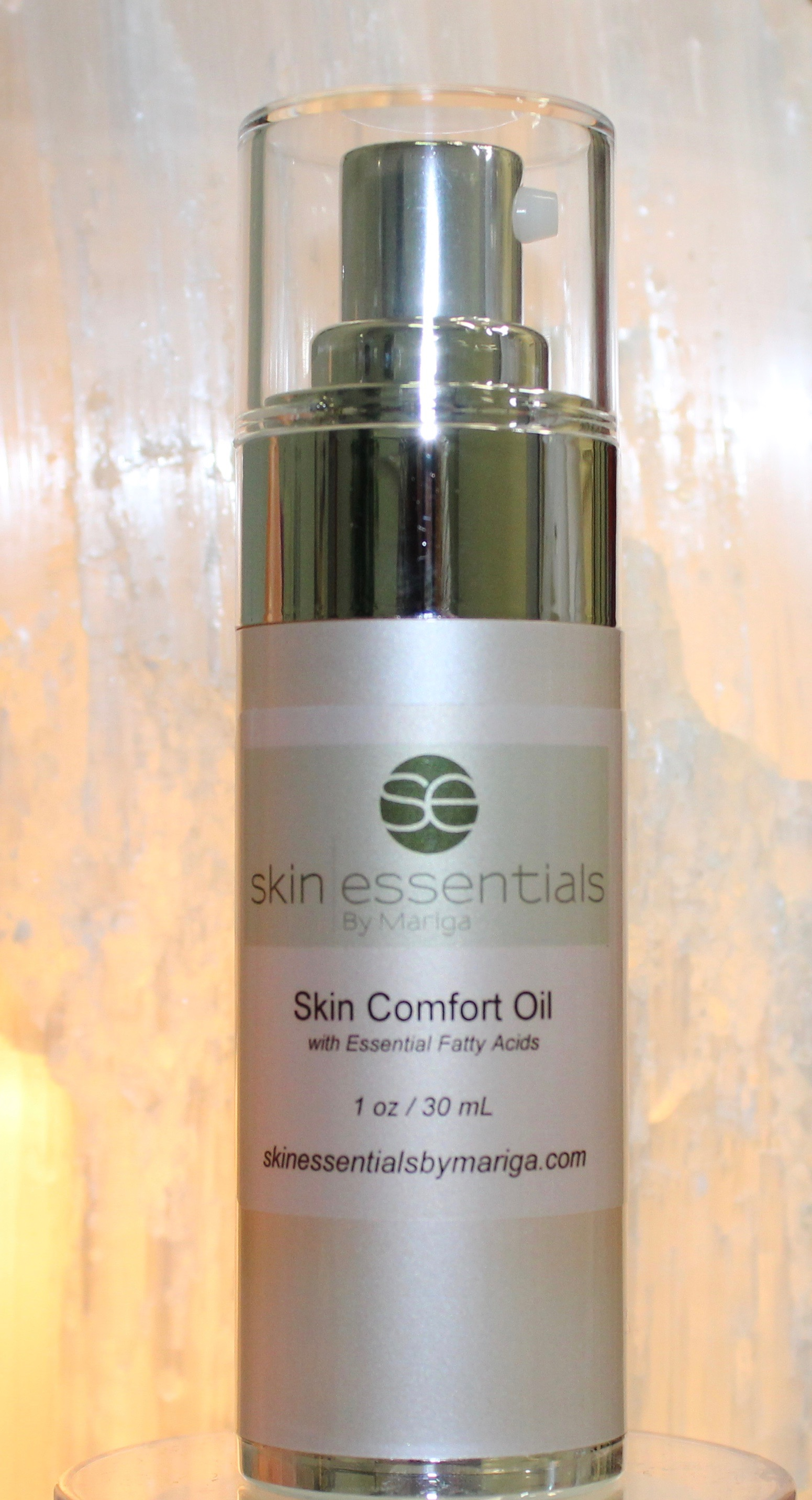 Close view of 30ml both Skin Comfort Oil by Skin Essentials, Wexford, A relief pool for extra dry skin needing comfort and moisture.
